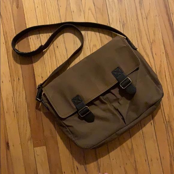 Banana Republic Handbags - 🤩 Banana Republic Messenger Bag!